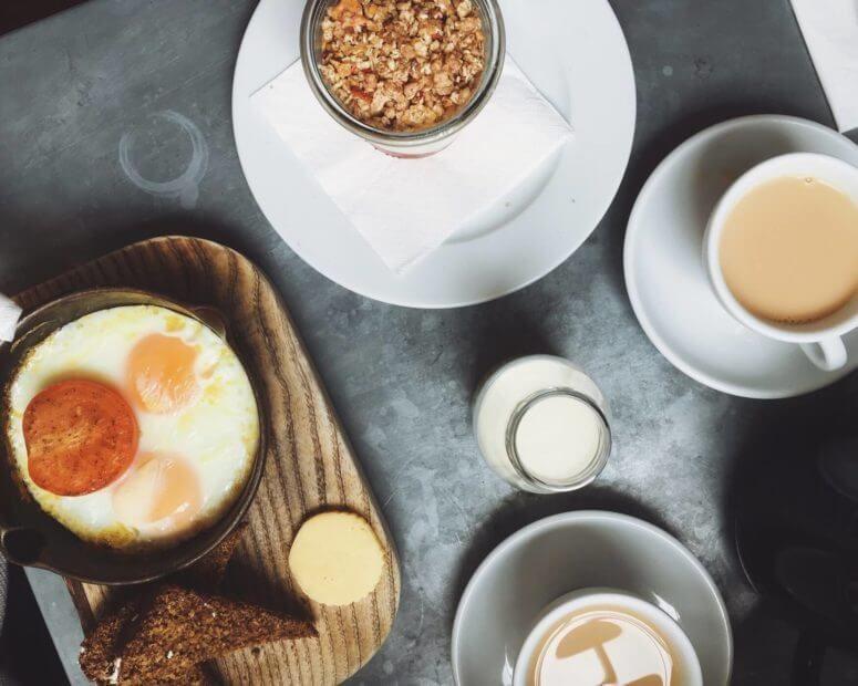 Airbnb breakfast serving