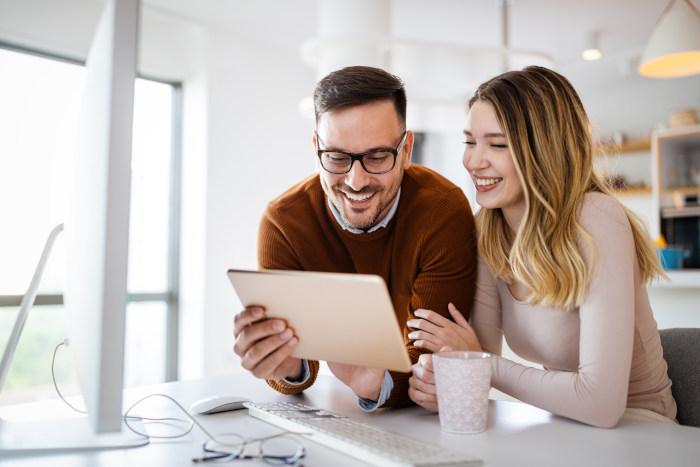 Airbnb vs. Booking.com debate